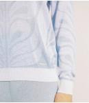 Джемпер с вензелями; с голубым